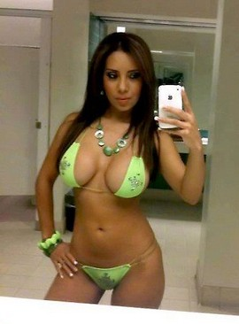 Amateur big busty boobs and big booty in sexy hot bikini