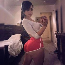 Wow i like her big booty and wide hipps