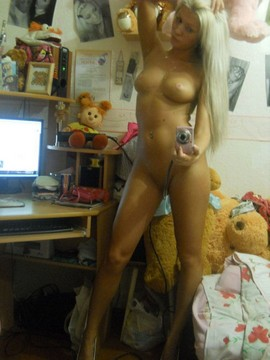 Tight blonde teen self-shot nude picture at home
