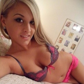 Insanely cute little selfie whore.